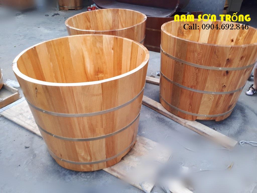 Bồn tắm tròn bo viền chành gỗ thông
