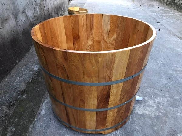 Những miếng gỗ pơ mu được lắp ghép tỉ mỉ, tinh xảo