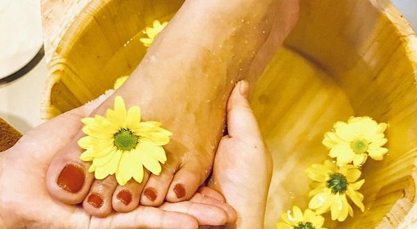Liệu pháp ngâm chân hiệu quả khi sử dụng chậu ngâm chân gỗ thông